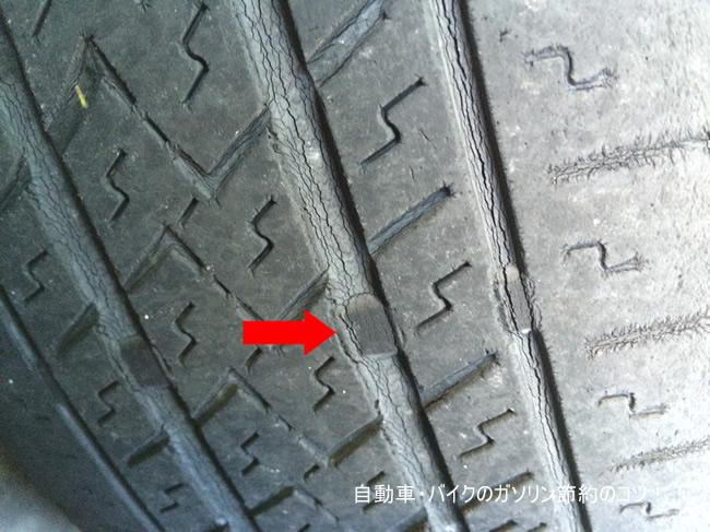 タイヤの溝が浅くなると、スリップしやすくなる。交換時期です。