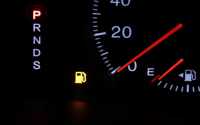 ガス欠で車が停まった。