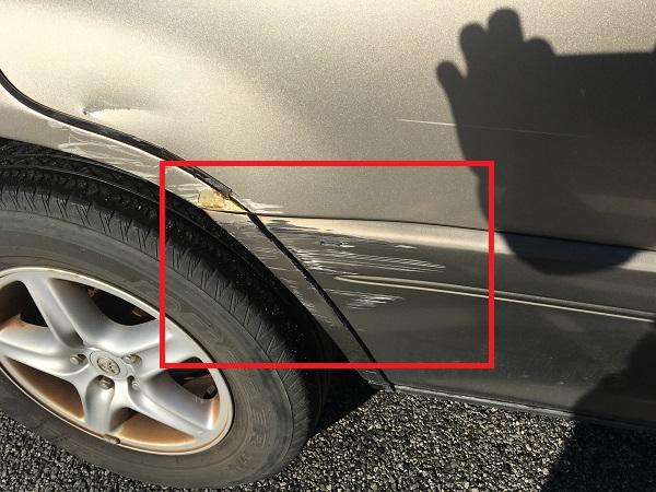 車のドアの凹み